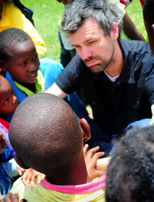 Shaun Groves talking with Kenyan Compassion International children