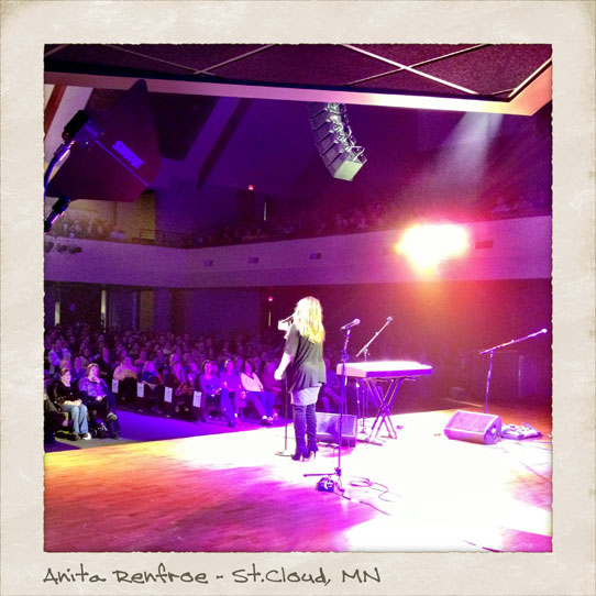 Anita-Renfroe-on-stage-in-St-Cloud-MN
