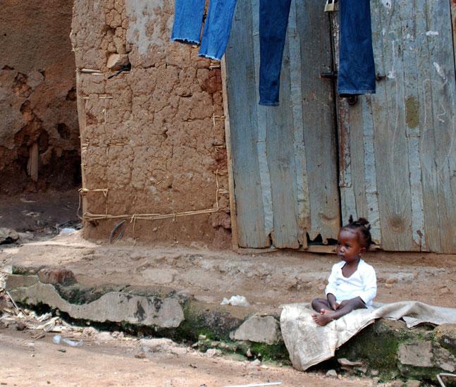 girl-left-alone-in-Uganda
