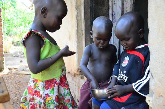 children-sharing-potatoes